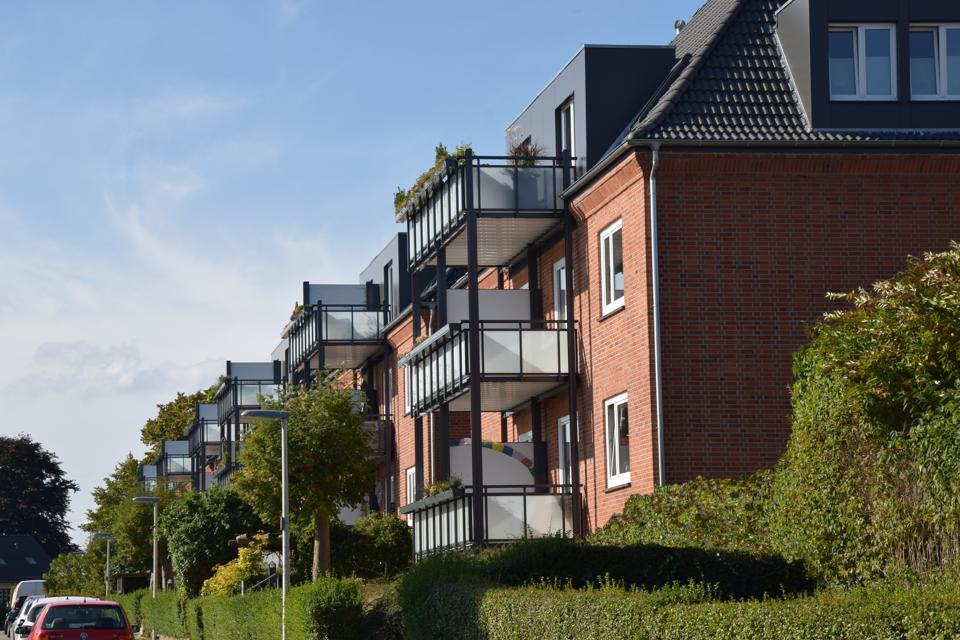 Energetischer Dachausbau und Errichtung von Balkonanlagen in der Grimmstraße